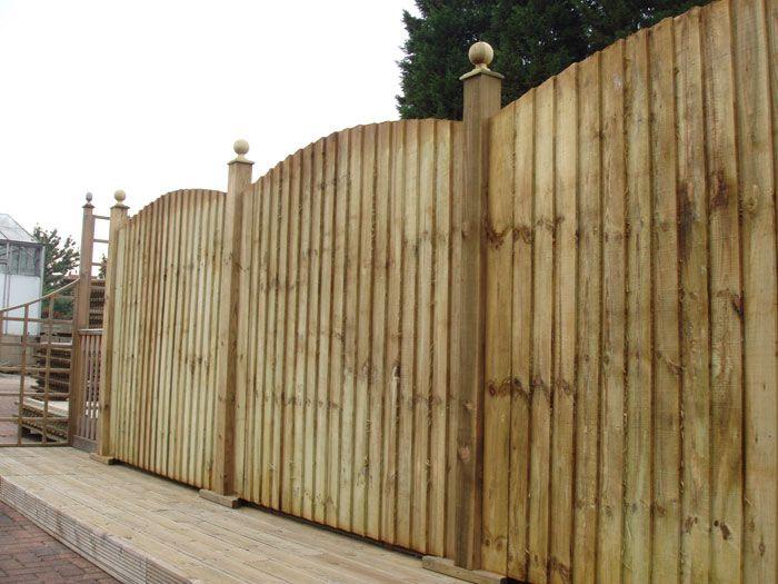 Closeboard (featheredge) convex fence panels