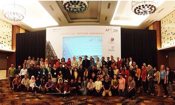 All #APSDA2014 participants taking a group photo with keynote speakers on #apsdaday5 #mysticaldesign #congress #livefromapsda2014