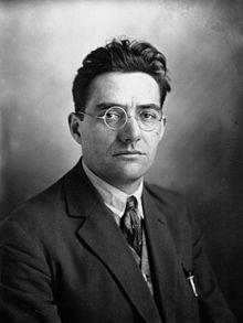 Jacques Doriot (Bresles dans l'Oise 1898 - Mengen, dans le Wurtemberg, en Allemagne, 1945) est un homme politique et journaliste français, communiste puis fasciste. Il fut pendant la Seconde Guerre mondiale l'une des figures de proue du collaborationnisme. Après son départ du Parti communiste français, il fonda le Parti populaire français, qui fut durant l'Occupation allemande l'un des deux principaux partis français de la Collaboration.: