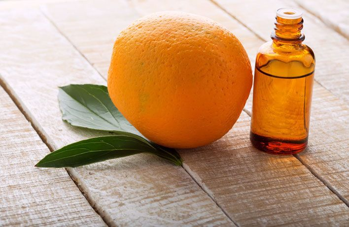 Olejek pomarańczowy poprawia samopoczucie, rozluźnia napięte mięśnie i likwiduje stres. Jakie jeszcze ciekawe właściwości posiada ten niepozorny olej?