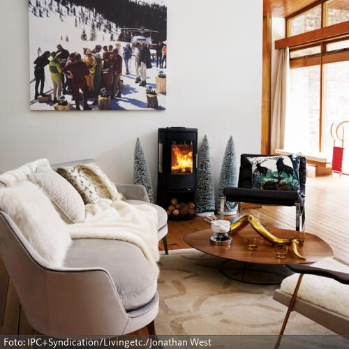 das winterliche wandbild der kamin die deko tannen und das schaffell vermitteln winter - Farbe Fr Kamin