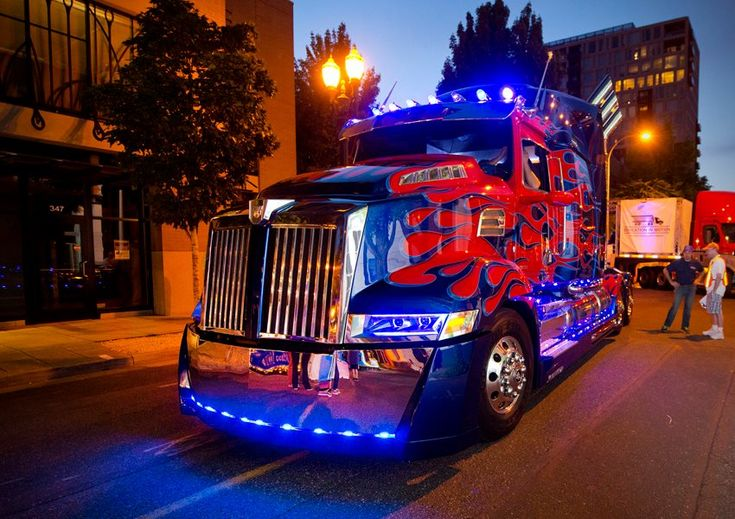#Transformers #OptimusPrime disguised as Western Star truck