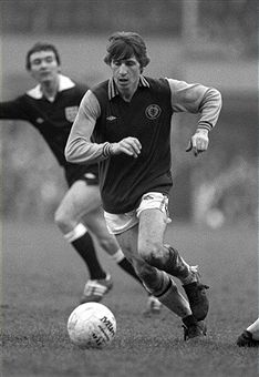 Gordon Cowans Aston Villa 1981