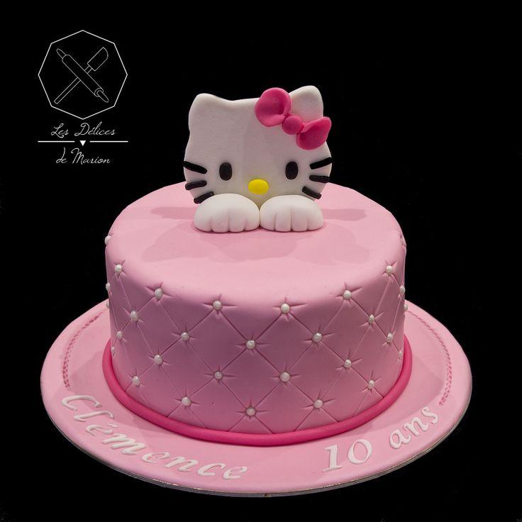 Cake design. Gâteau personnalisé en pâte à sucre sur le thème Hello Kitty. Sugar paste Hello Kitty themed cake by Les Délices de Marion.