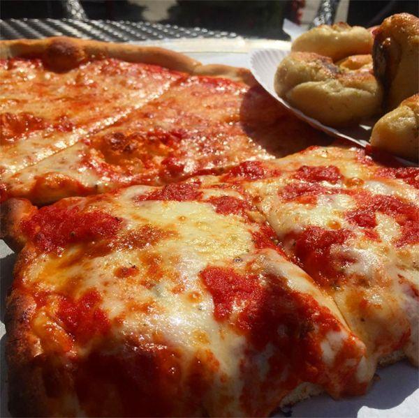 umbertos of new hyde park pizza