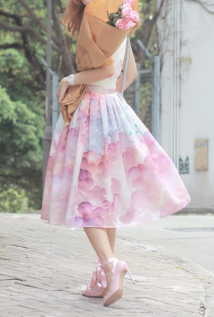 With an Alice in Wonderland-esque feel, this A-line balloon skirt is an enchanting piece to your collection. Balloon My Day Printed Midi Skirt featured by Mellowmayo Blog