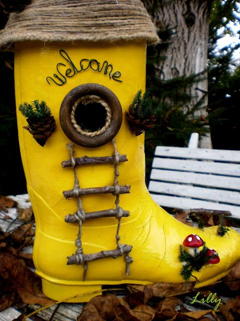 Bird house made out of an old rubber boot! Love it so much :)..