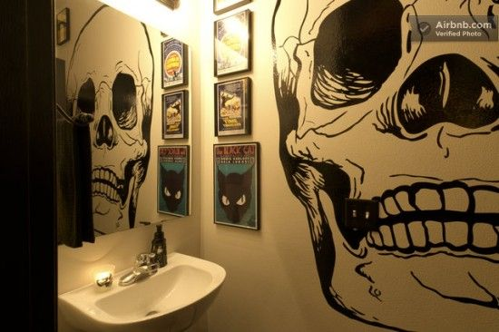 I'd love to do this in a bathroom or walk-in closet someday. Just for a bit of skully, memento-mori goodness.