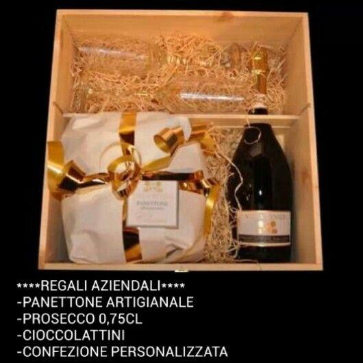 #ilovewinestore.com ##regaliaziendali #panettoneartigianale #prosecco #cioccolattini #confezione #incisionepersonalizzata #25euro #iva #trasporto #incluso