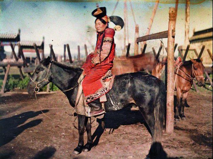▴ EXPO ▴ La Mongolie entre deux ères. 1912-1913, au Musée Albert-Kahn - Femme marié, Ourga, Monogolie indépendante - http://cyoulateralligator.com/expositions/la-mongolie-entre-deux-eres-1912-1913-albert-kahn/