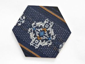 Use an intricate fabric design for this fabric covered drink coasters DIY craft. A great gift for  dad's man cave! #FaveCrafter