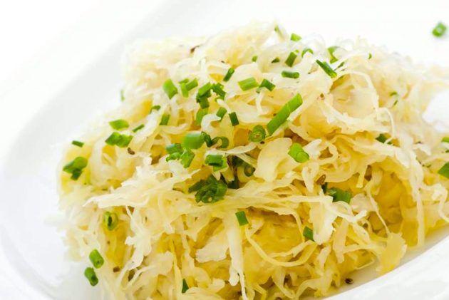 【材料2つだけ】ほんとに簡単!植物性乳酸菌が摂れる発酵食品『自家製ザワークラウト』の作り方。
