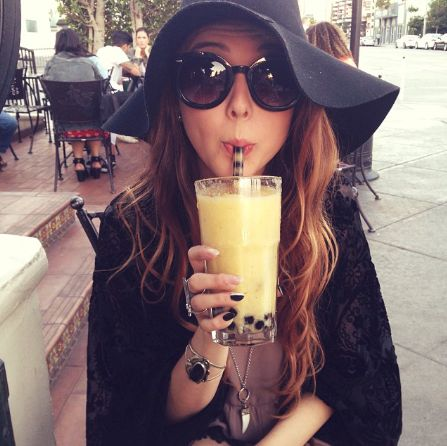 How to Chic: FLOPPY HAT - SUNGLASSES