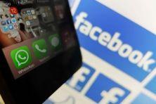 I messaggi istantanei mandano in crisi i vecchi sms. Creando un nuovo modello di business. E cresce anche la concorrenza in Italia con WhichApp.