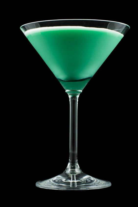 Cocktail of the day: Grasshopper http://winedharma.com/en/dharmag/march-2016/grasshopper-drink-recipe-how-make-perfect-green-cocktail