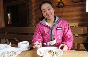 ジャガイモ入りのパスタは食感がもちもち 水餃子のようなブリンゾベー・ピロヒ 左の料理がブリンゾベー・ハルシュキ (370×240) TBSテレビ:日立 世界ふしぎ発見!  http://www.tbs.co.jp/f-hakken/bknm/20140705/p_3.html