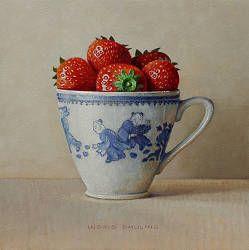 Aardbeien in kopje   stilleven schilderij in olieverf van Ingrid Smuling   Exclusieve kunst online te koop in de webshop van Galerie Wildevuur