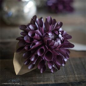 Make these gorgeous blooms for your fall decor, Thanksgiving table or gift toppers. Tutorial and templates included.