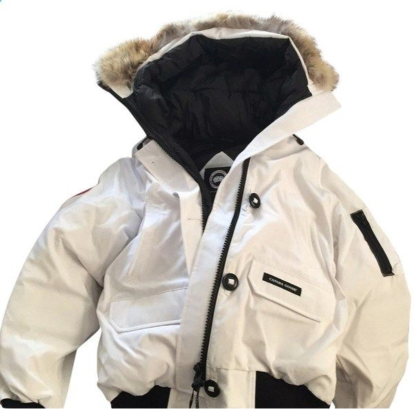 Pre-owned Canada Goose Chilliwack Coat ($580) ❤ liked on Polyvore featuring outerwear, coats, white, bomber puffer jacket, white puffy jacket, puffer jacket, canada goose coats and bomber coat