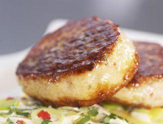 Hjemmelagete fiskekaker er best selvfølgelig. Bare prøv denne oppskriften med smaksrikt tilbehør og du blir overbevist.
