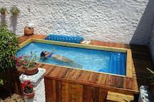 Casa en Valledupar, Colombia. Casa de Los Santos Reyes Hotel Boutique Valledupar, seis (6) habitaciones confortablemente amobladas . Nuestras habitaciones cuidadosamente restauradas, diseñadas, confortablemente amobladas y decoradas; con un ambiente individual y acogedor.  Una...