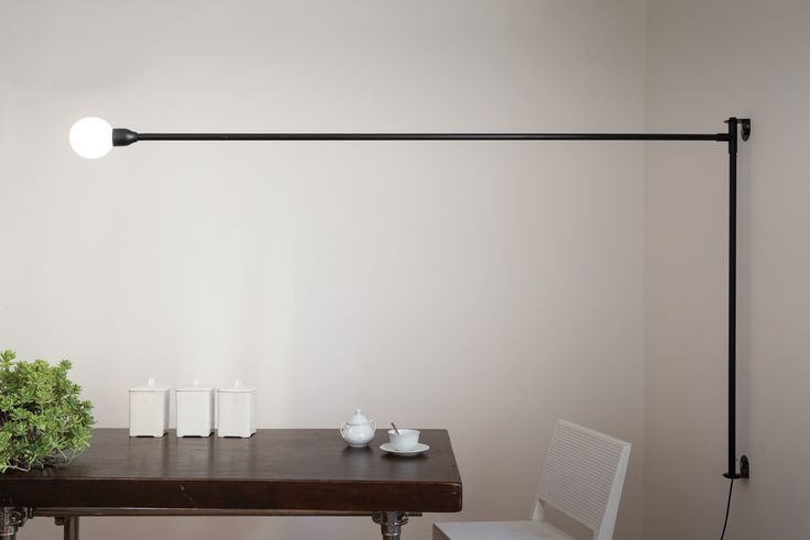 POTENCE PIVOTANTE Embossed wall lamp, designed to lighting a room without drilling the ceiling. Arm fixed to the wall and rotating to the horizontal axis, describing a 180° corner. Body in aluminium and metal, painted matt black. Diffuser is a opal glass bubble. Power cable with plug and dimmer.