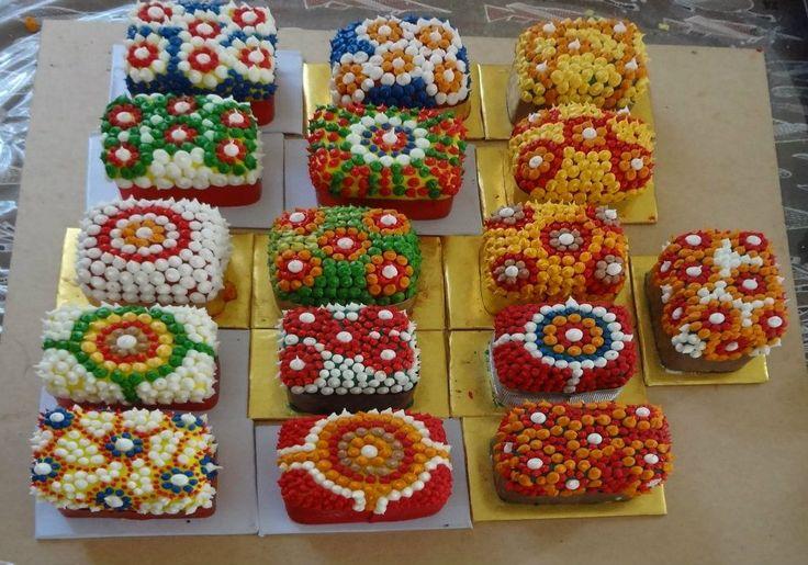 Aboriginal mini Christmas cakes by Novy