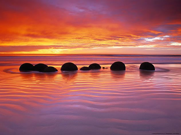 Alex wallace moeraki boulders new zealand photography for Landscaping companies in new zealand