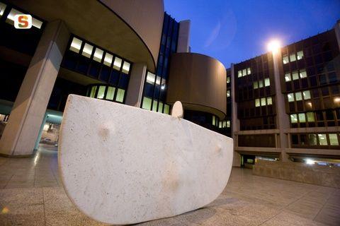 Cagliari, scultura di Costantino Nivola