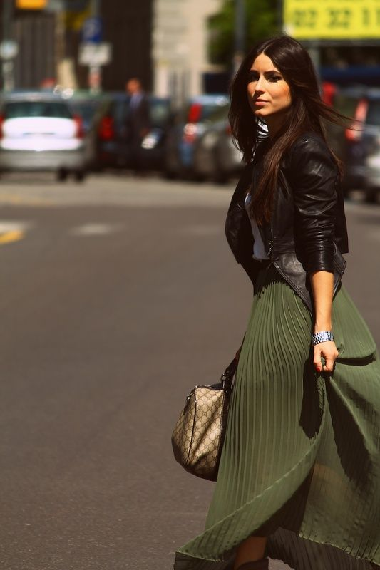 Gucci outlet handbags cheap sale! Welcome to gucci outlet online store,different kinds authentic gucci outlet bags sale online store. Free Shipping! | See more about green maxi skirts, green skirts and leather jackets.