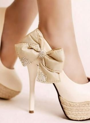 Bow Heels for white high-heeled pump
