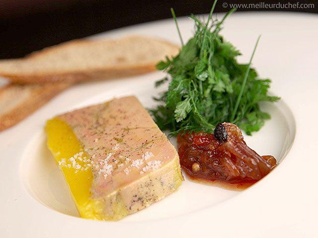 Terrine de foie gras mi-cuit et son chutney d'échalotes et raisins