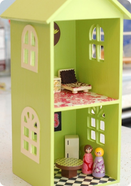 CD shelf dollhouse tutorial @ http://sewshesews.wordpress.com/2008/12/14/dollhousetutorial/