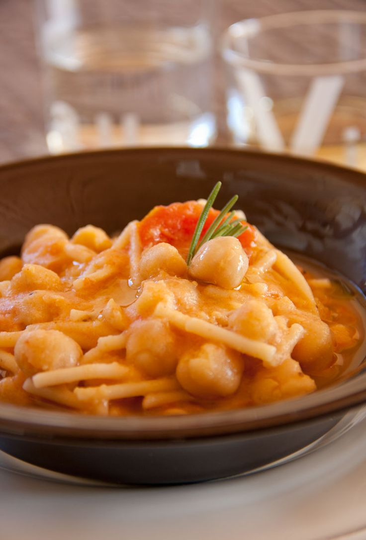 Zuppa di pasta e ceci al pomodoro, anche piccantina