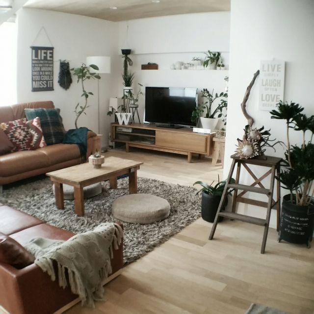 chieさんの、リビング,観葉植物,ソファー,IKEA,キングプロテア,テーブルdiy,無垢材の床,グリーンのある暮らし,無垢の天井,ニトリアートパネル,ソファー2個置き,のお部屋写真
