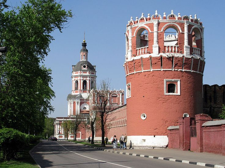 Walls and towers of Donskoy Monastery 06.jpg