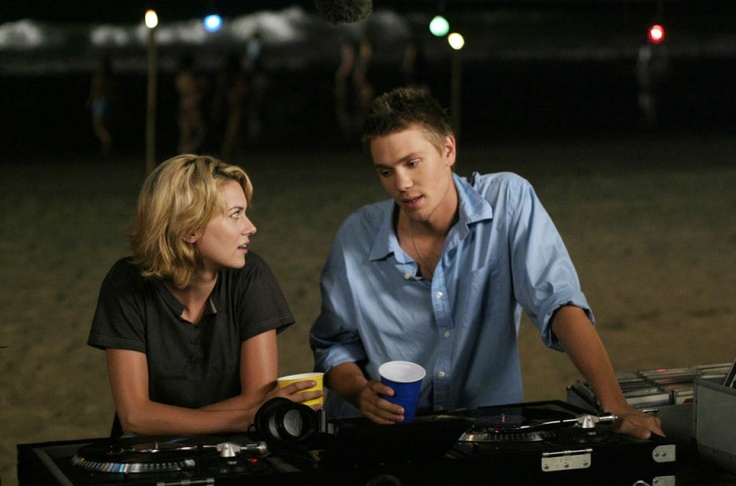 lucas and peyton one tree hill | pictured (l-r): hillary burton as peyton sawyer Image 1 sur 1