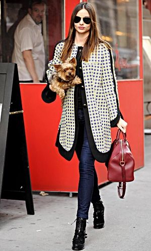Miranda Kerr struts in stylish coat, skinny jeans and ankle boots. Red bag earns plus points!