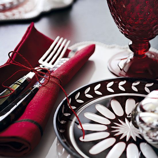 holiday style series | chic design | garnet red table