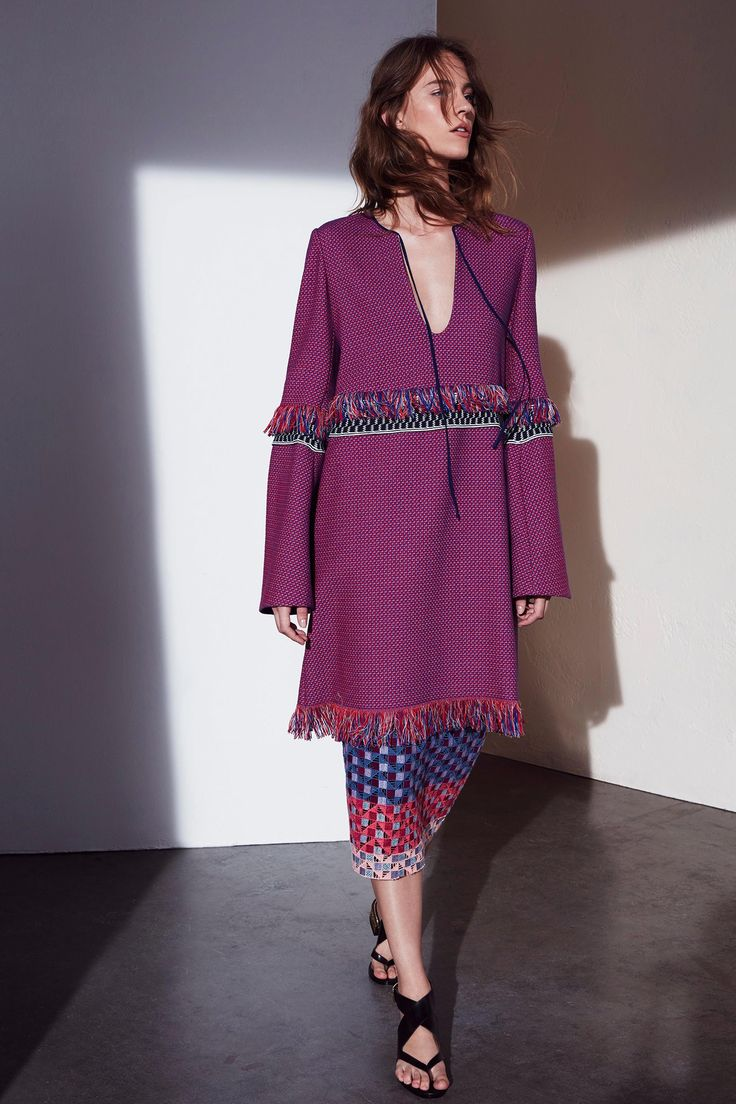 BCBG Max Azria Resort 2017 Collection Photos - Vogue