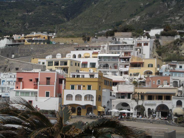 Sant'Angelo d'Ischia pittoresco borgo di pescatori. Sant'Angelo d'Ischia picturesque fishing village.