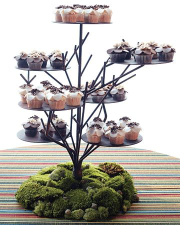This is the cake stand I saw at the rental place that I mentioned as a just-in-case backup.  Without the moss.