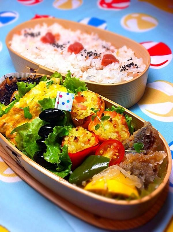 日本人のごはん/お弁当 Japanese meals/Bento. posted from @okukatu1130 おはようございます 今日のお弁当です〜(^ν^)梅干しご飯、ササミのハーブピカタ、カラーピーマンのチーズ詰、鯵マリネ等〜 #お弁当 #obentoart #曲げわっぱ