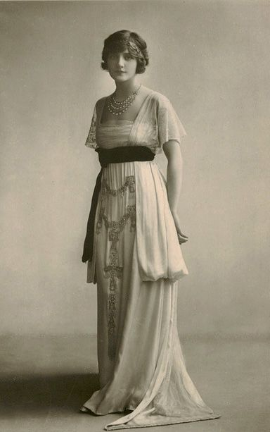 1900 - 1910 ACTRESS ELSIE | Lily Elsie 1910′s gown. Sooooooo romantic.