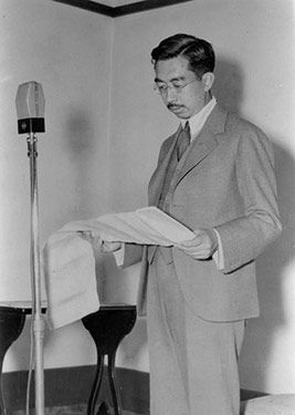 In a 1946 radio speech, Emperor Hirohito calls on the Japanese to overcome the food shortages by helping one another. (Asahi Shimbun file photo)