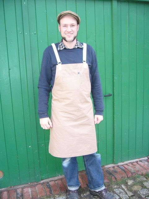 Nikolaus who is one of our eldest customer and friend has asked us for some fabric a while ago. He is a wood worker by profession and has made a very nice apron out of our 10oz canvas. We think it´...