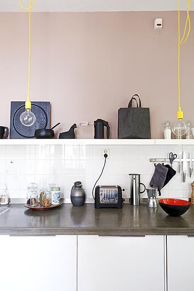 Kitchen with black and colour  Styling Frans Uyterlinde  Fotografie Jansje Klazinga