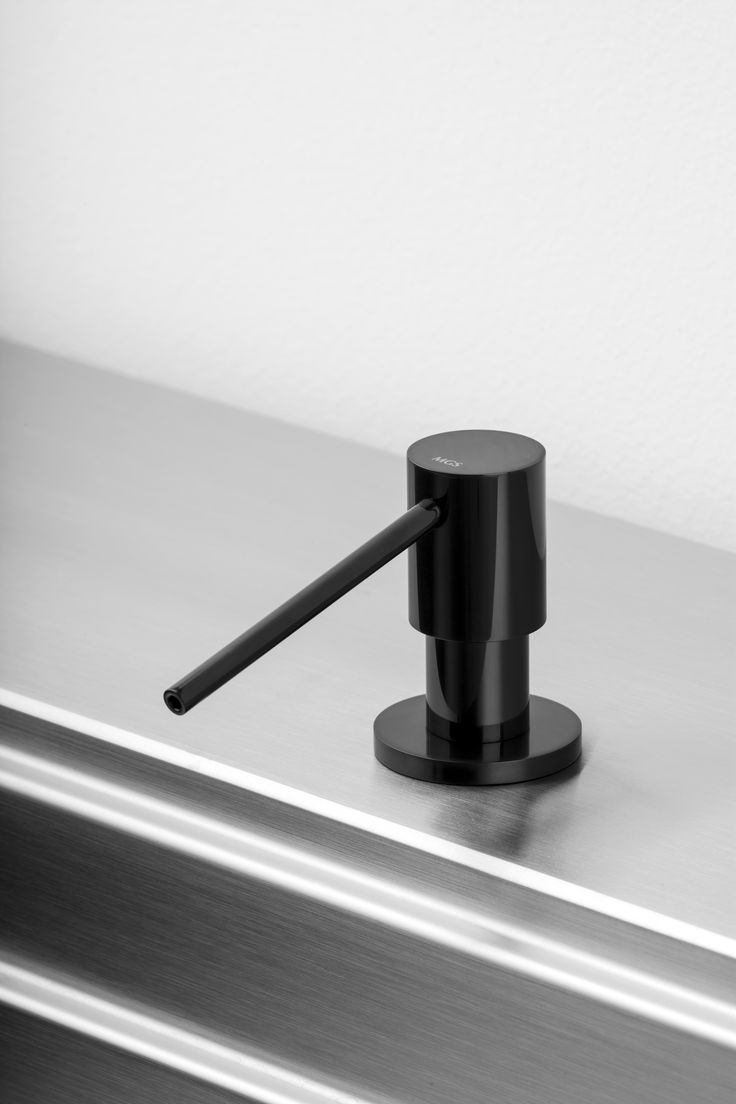 Sd2 L Soap Dispenser In Black Onyx