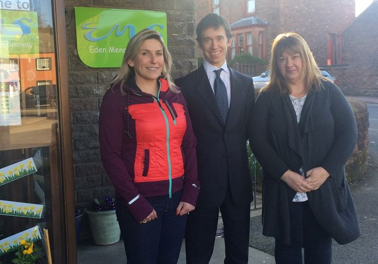 Rory takes up 30-day DWP 'Disability Confident' challenge to increase employment opportunities http://www.cumbriacrack.com/wp-content/uploads/2017/04/IMG_5525.jpg Rory Stewart MP – with the help of Jacqui Taylor of Eden Mencap, Sarah Graham of Arragon's Cycle Centre in Penrith, and members of the local Department of Work and Pensions    http://www.cumbriacrack.com/2017/04/11/rory-takes-30-day-dwp-disability-confident-challenge-increase-employment-opportun