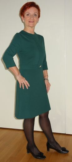 зеленый трикотажный костюм
